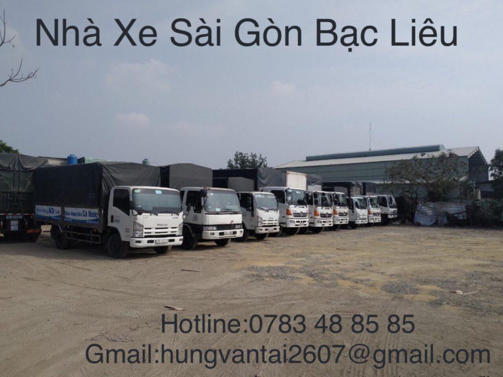 Đội xe chuyển hàng của Trọng Tấn